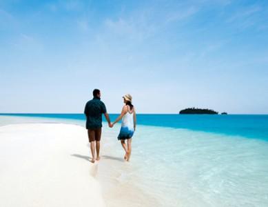 AUTH - RAR - Couple at beach