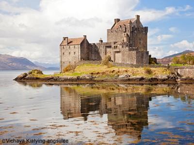 http://www.dreamstime.com/royalty-free-stock-images-eilean-donan-castle-scotland-image24679619