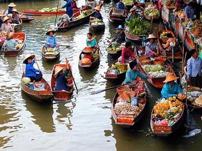 AUTH - Asia - Thai floating market