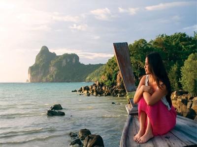 Contiki Thai Island Hop boat