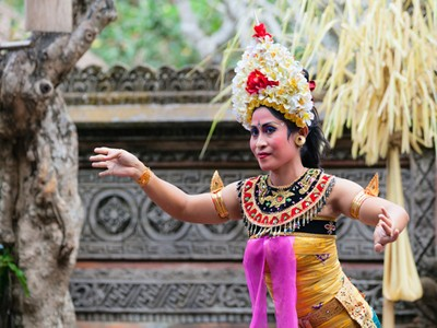 http://www.dreamstime.com/stock-image-barong-kris-dance-perform-bali-indonesia-sep-performs-sahadewah-batubulan-sep-famous-play-represents-fight-image31060021