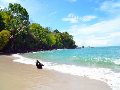 AUTH-Costa-Rica-Manuel-Antonio-Park-beach