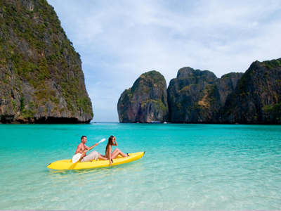 auth-tat-thai-maya-bay-couple-kayak