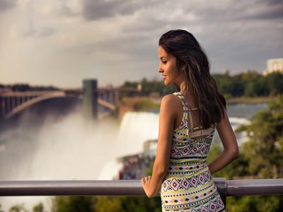 AUTH - Women at Niagara Falls