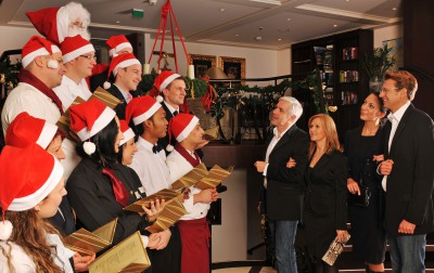 AUTH_AMA_Lobby__Holiday_Carolers_Group
